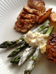 Asparagus with mustard sauce and spiced chicken kebabs II