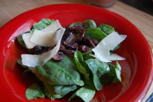Spinach with sauteed mushrooms and Maple Vinaigrette