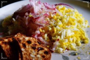 shredded-egg-salad-with-whole-grain-crackers